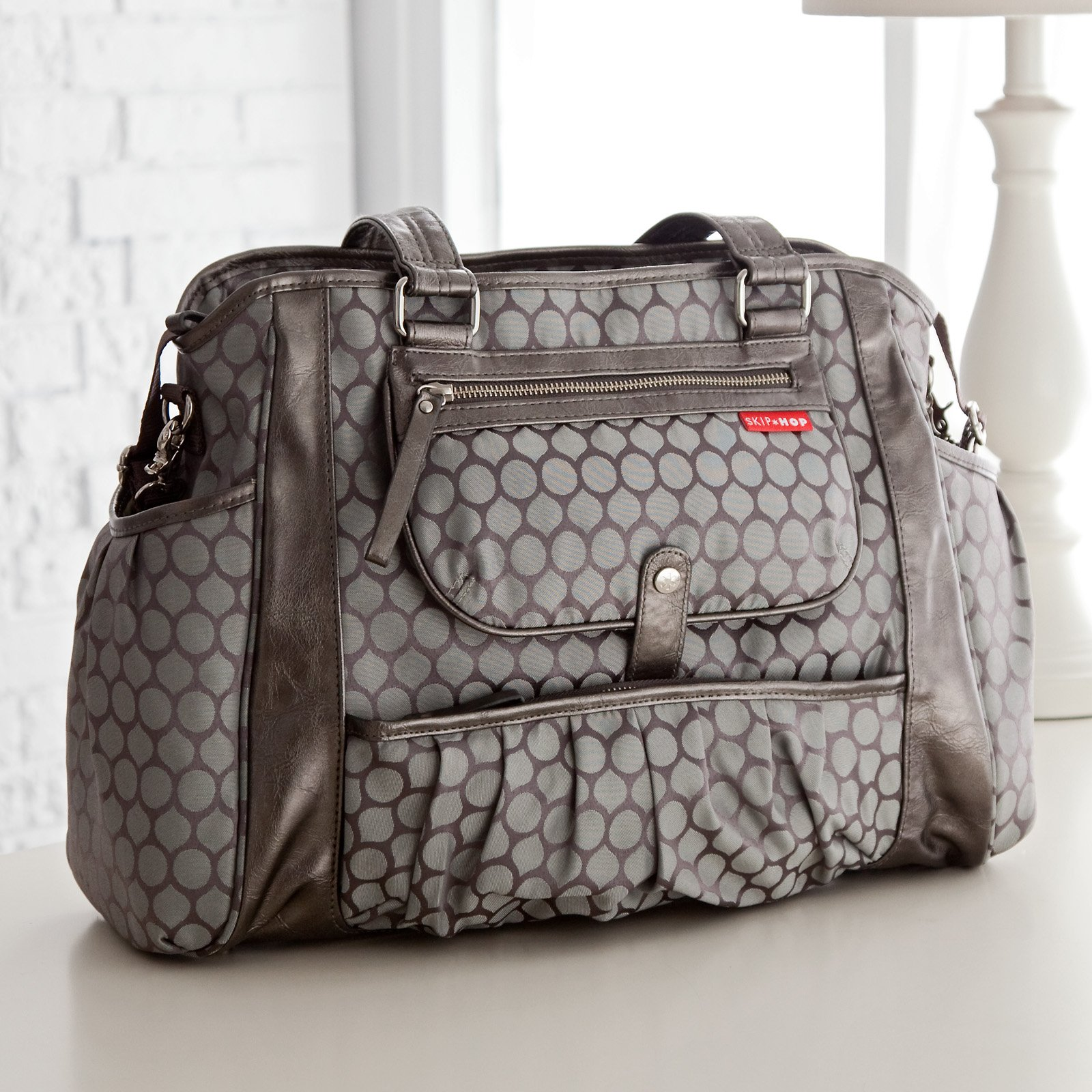 fashion moms need a fashion diaper bag women daily magazine. Black Bedroom Furniture Sets. Home Design Ideas