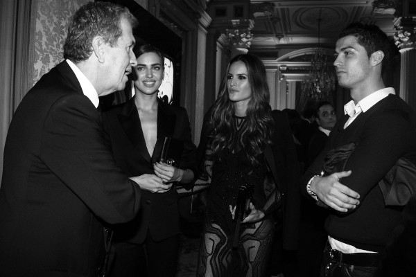 Cristiano-Ronaldo-poses-with-his-girlfriend-Irina-Shayk-for-Vogue-Spain-2014-4