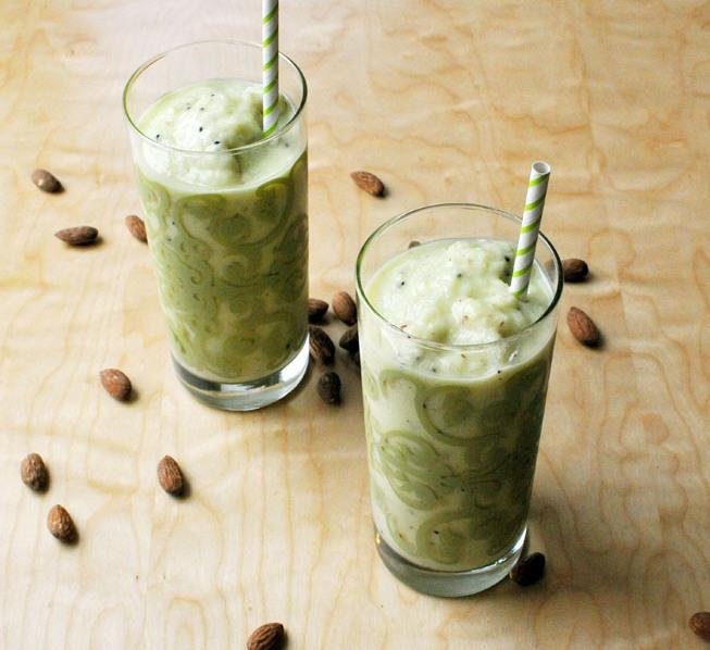 Pineapple-Greek-yogurt-smoothie-1