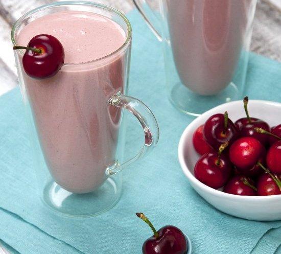 Cherry-Yogurt-Protein-Smoothie-1