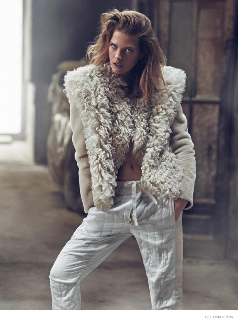 Elle-Spain-Present-Astonishing-Editorial-with-Michaela-Hlavackova-7