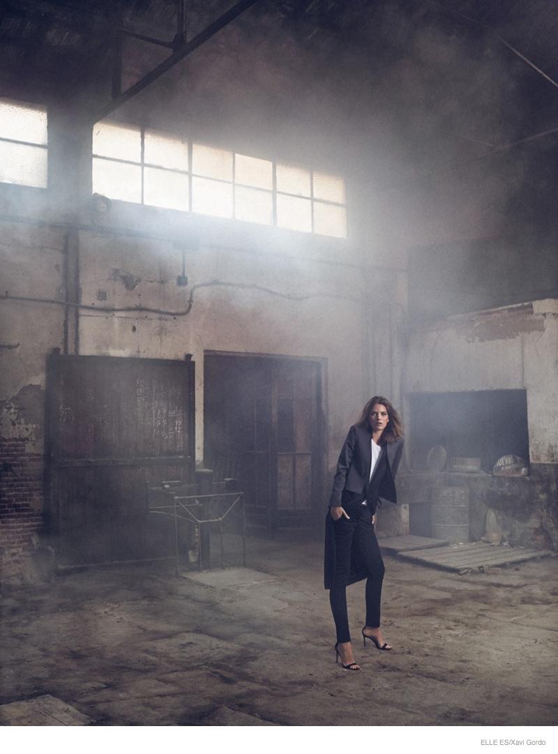 Elle-Spain-Present-Astonishing-Editorial-with-Michaela-Hlavackova-8