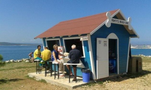 first-beach-bar-for-dogs-croatia-better-serve-dogs-7