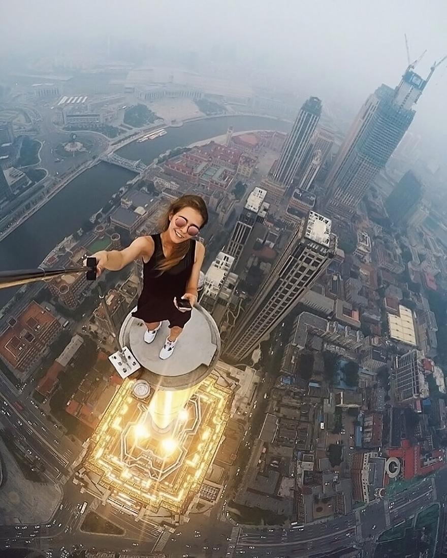 girl-takes-best-riskiest-selfies-ever-1