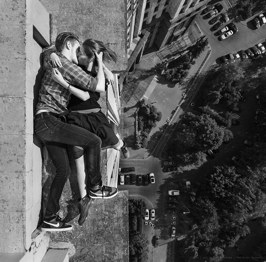 girl-takes-best-riskiest-selfies-ever-3